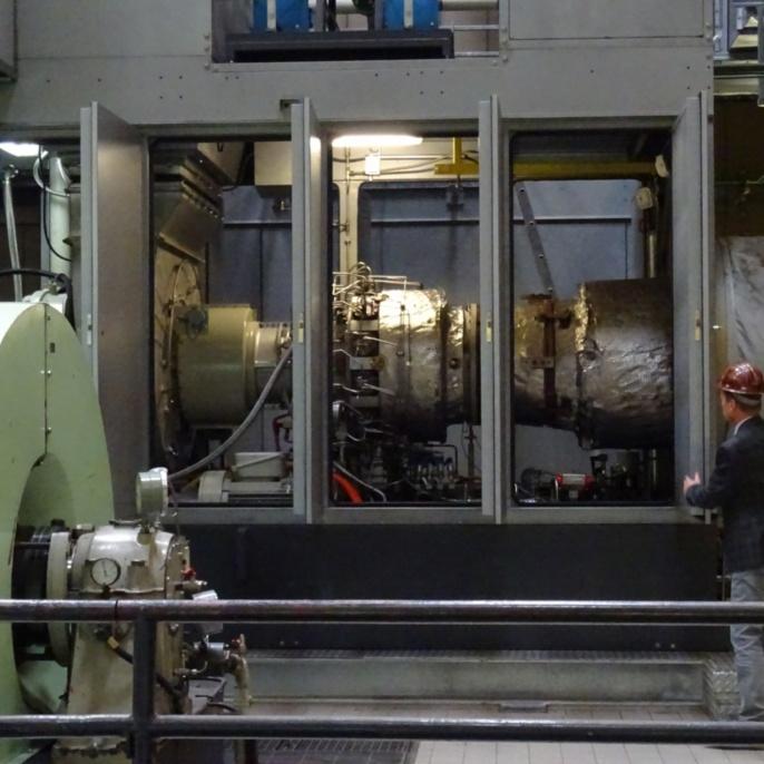 Gesamtansicht einer Gasturbine (Nennleistung: 5,2 MW bzw. 7.065 PS)