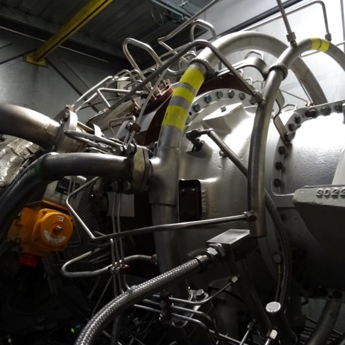Brennstoffversorgung der 12 SoLoNox-Brenner im Umfang mit Erdgas H oder mit Heizöl EL