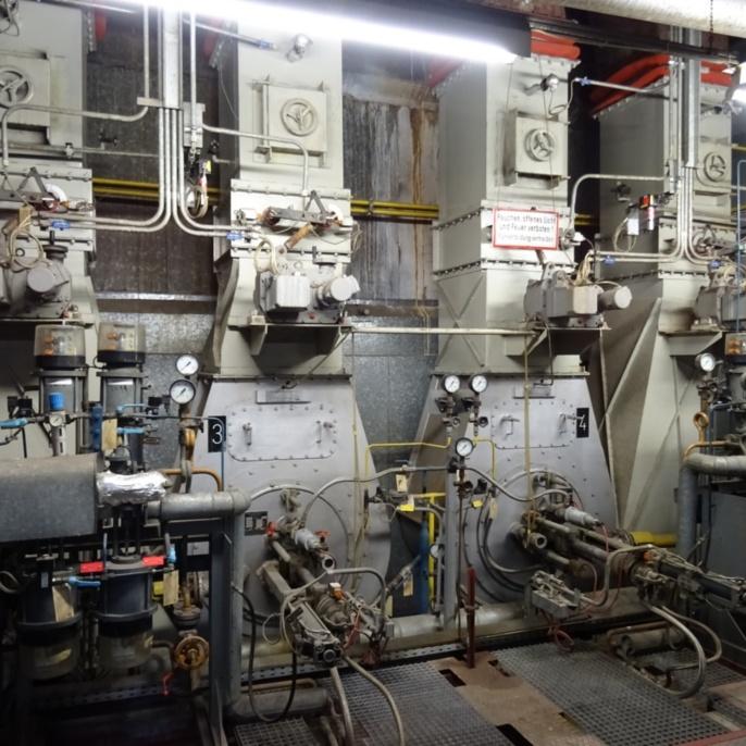 Dampf-Druckzerstäuber-Brenner für Erdgas H oder Heizöl EL (Feuerungswärmeleistung: 14,5 MW pro Brenner)