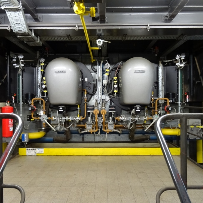 Drehzerstäuber-Brenner für Erdgas H oder Heizöl EL (Feuerungswärmeleistung: 14,5 MW pro Brenner)