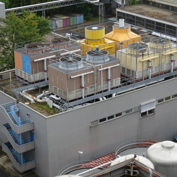 Kühltürme der Kältezentrale Nord (Gesamt-Kühlleistung: 17,7 MW)